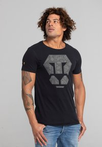Liger - LIMITED TO 360 PIECES - ZENDER - PATCH - Print T-shirt - black - 3