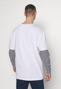 Urban Classics - DOUBLE LAYER STRIPED TEE - Maglietta a manica lunga - white - 2