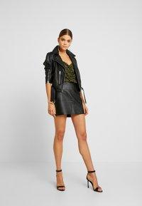 Missguided - FAUX SKIRT - Pouzdrová sukně - black - 1