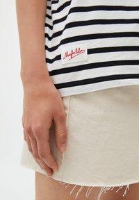 PULL&BEAR - Print T-shirt - white - 4