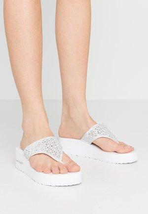 Sandaler m/ tåsplit - eva white
