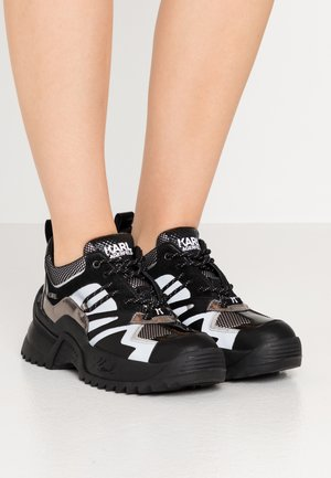 QUEST DELTA MIX - Trainers - black/silver