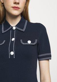 MICHAEL Michael Kors - CONTRAST STITCH BUTTON DRESS - Pletené šaty - midnight blue - 6