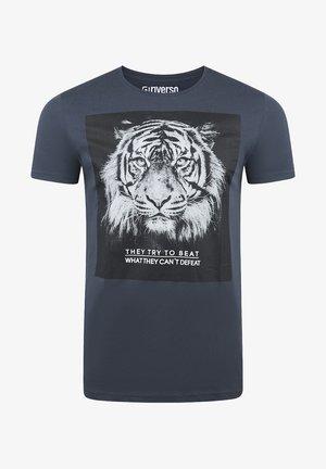 RIVLUKAS - Print T-shirt - dunkelblau tiger (ijd)