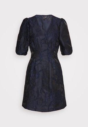 VMJACARLA SHORT DRESS - Koktejlové šaty/ šaty na párty - night sky