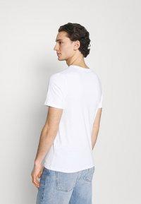 Jack & Jones - JJECORP LOGO TEE CREW NECK 3 PACK - Print T-shirt - white - 2