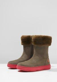 Camper - KIDDO - Winter boots - grey/pink - 3