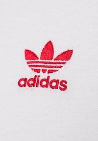 adidas Originals - ESSENTIAL TEE UNISEX - Basic T-shirt - white/scarle - 2