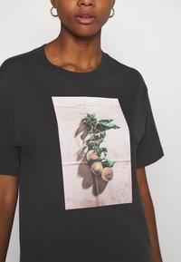 Monki - TOVI TEE - Print T-shirt - black - 4