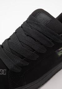 DC Shoes - COURT GRAFFIK SE - Scarpe skate - black - 5
