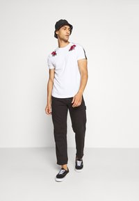 Brave Soul - LANTANA - Print T-shirt - optic white - 1