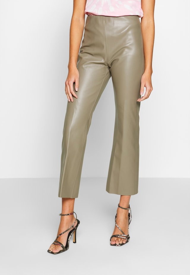 KAYLEE KICKFLARE PANTS - Pantalon classique - brindle