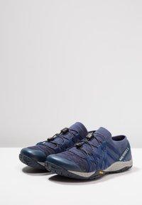 Merrell - GLOVE 4  - Trail running shoes - denim - 2
