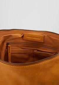 FREDsBRUDER - JUMP - Handbag - mango - 5