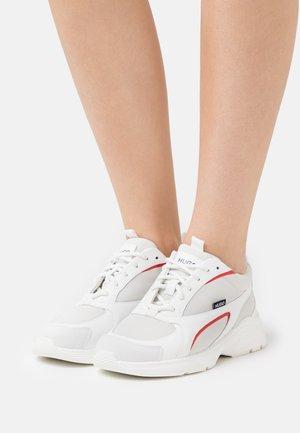 GILDA RUNN - Trainers - white/red