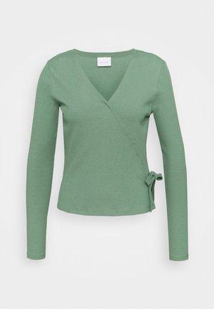 VIJULLA WRAP - Topper langermet - hedge green