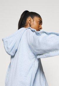 Nike Sportswear - HOODIE EARTH DAY - veste en sweat zippée - light armory blue/heater/white - 4