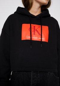 Calvin Klein Jeans - CROPPED HOODIE - Hoodie - black - 6