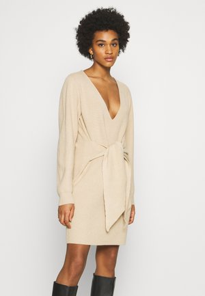 STEPHANIE DURANT X NA-KD - Jumper dress - beige