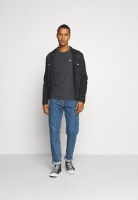 Tommy Jeans - REGULAR TRUCKER JACKET - Jeansjacka - max black - 1