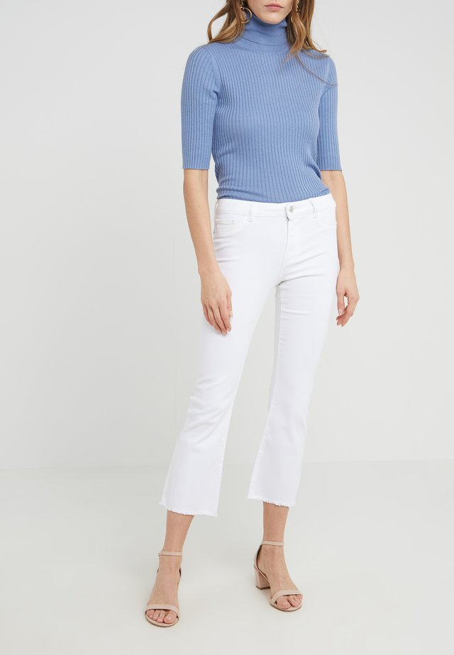 BRIDGET CROPPED - Jean flare - white