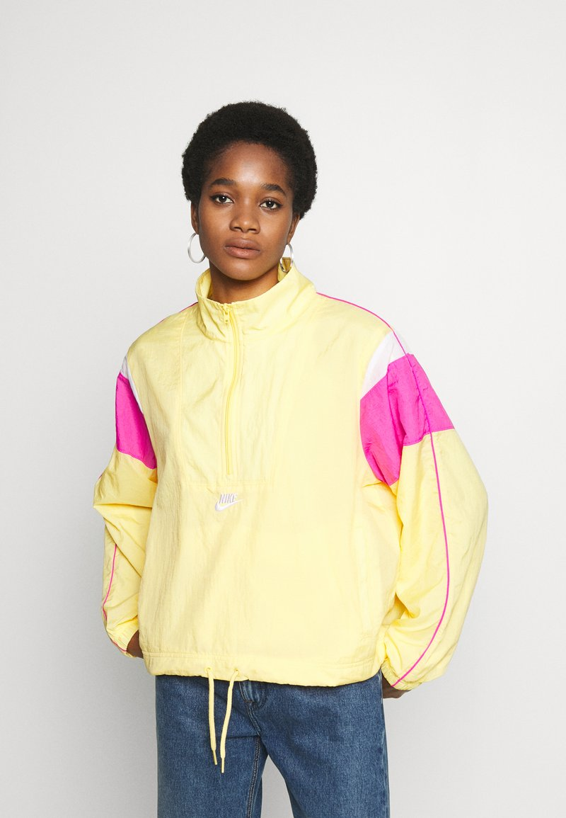 Nike Sportswear - LIGHTWEIGHT JACKET - Chaqueta fina - topaz gold/fire pink/white
