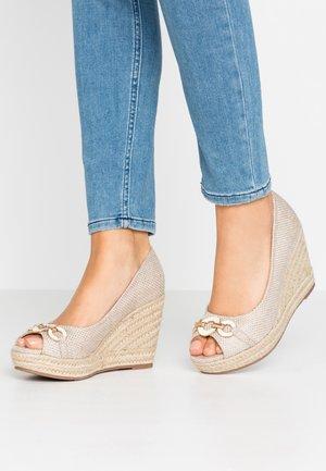 CARMELA - Højhælede peep-toes - natural
