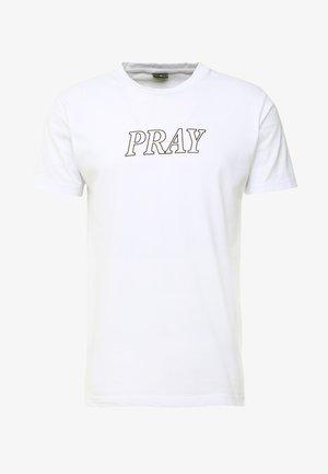 PRAY HANDS TEE - Print T-shirt - white