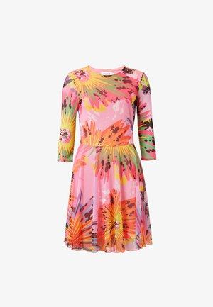 DESIGNED BY MARIA ESCOTÉ: - Day dress - red, pink
