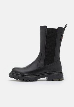 KAFEY HGH CHS LEA W - Platform boots - black