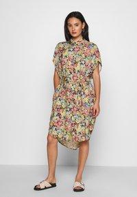 Monki - NINNI DRESS - Skjortekjole - multi coloured - 0