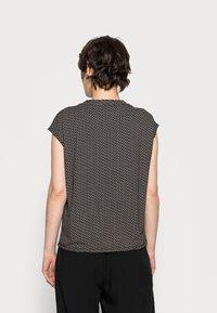 Opus - SANDEO GEOMETRIC - Print T-shirt - black - 2