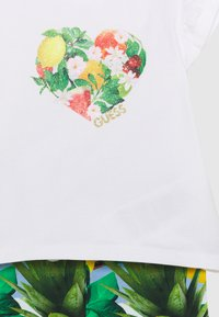 Guess - SET  - Print T-shirt - true white - 3