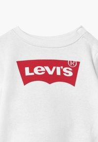 Levi's® - CREW SET - Tepláková souprava - white - 3