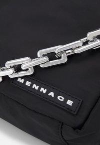 Mennace - CHUNKY CHAIN BODY BAG UNISEX - Sac banane - black - 3