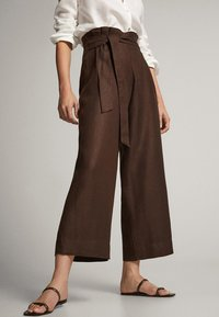 Massimo Dutti - CULOTTE AUS MIT BUNDFALTEN - Trousers - brown - 0
