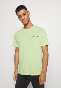 YOURTURN - UNISEX - T-shirt imprimé - light green - 2