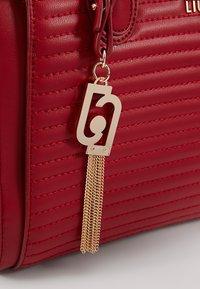 LIU JO - SATCHEL NERO - Sac à main - beauty red - 6