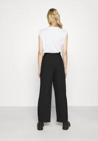 Weekday - NIGELLA TROUSERS - Pantalones - black - 2