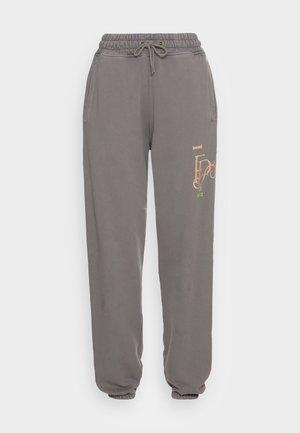 STUDIO PANTS DOUBLE SUNFLOWERS - Pantalones deportivos - pavement