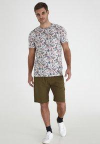 Tailored Originals - Camiseta estampada - milky white - 1