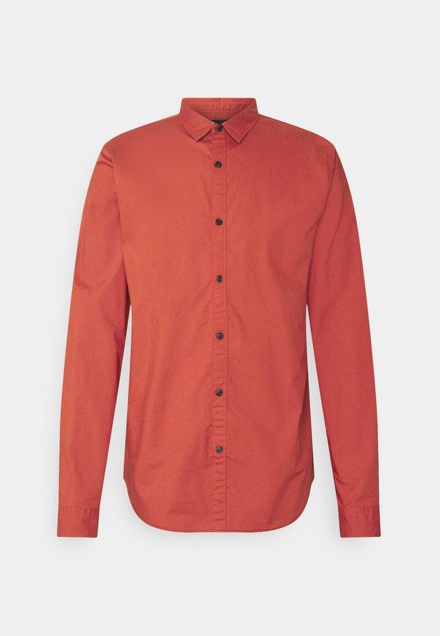REGULAR FIT TONAL CHEST - Camisa - burned orange