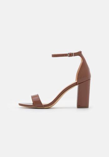 BEELLA - Sandály na vysokém podpatku - spiced rum