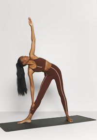 Nike Performance - LUXE EYLET 7/8 - Legging - bronze eclipse/smokey mauve - 1