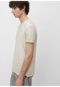 Marc O'Polo - T-SHIRT, SHORT SLEEVE, ROUND NECK, - Print T-shirt - griffin - 3