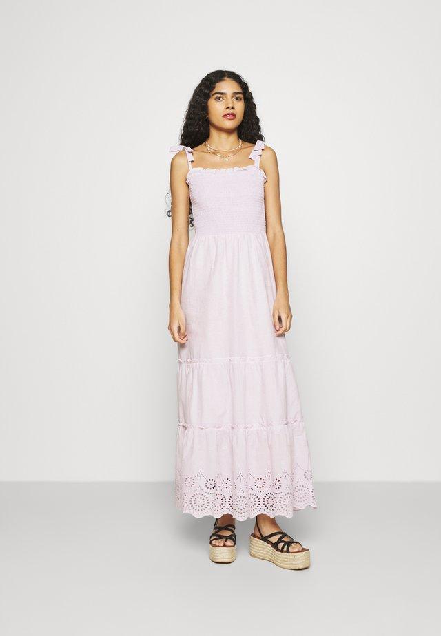 SHEERED CAMI BRODARIE DRESS - Denní šaty - lilac