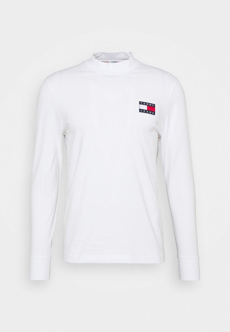 Tommy Jeans - BADGE MOCK NECK LONGSLEEVE UNISEX - Long sleeved top - white