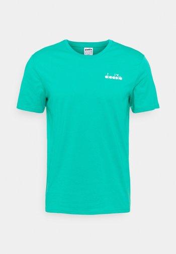 CORE - Camiseta básica - green deep