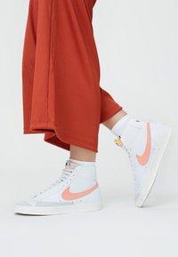 Nike Sportswear - BLAZER MID '77 - Zapatillas altas - white/atomic pink - 0