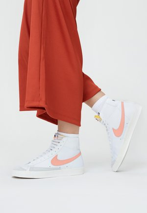 BLAZER MID '77 - High-top trainers - white/atomic pink